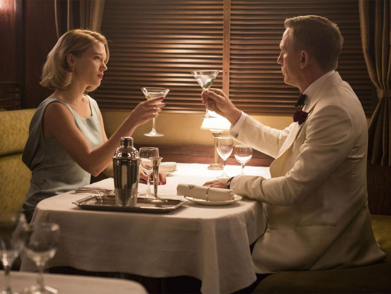 Madeline Swann and James Bond enjoying a Dirty Martini in SPECTRE