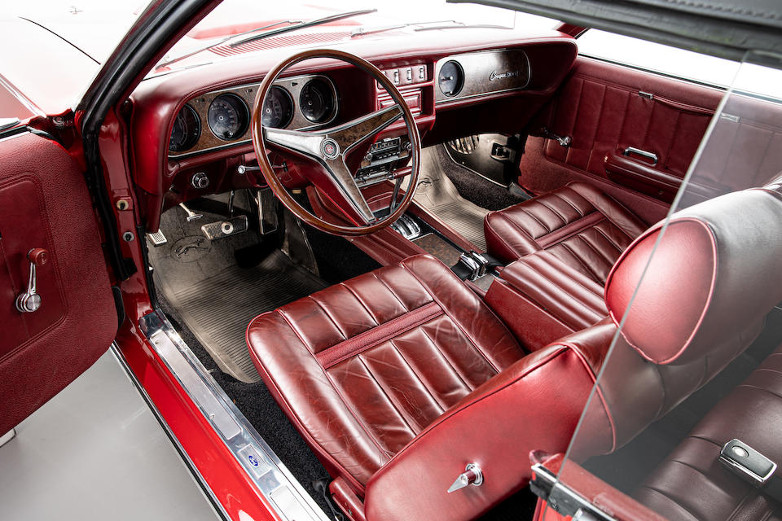Mercury Cougar Convertible XR-7 On Her Majesty's Secret Service interior