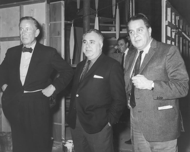Ian Fleming med James Bond-producenterna Harry Saltzman och Albert R. Broccoli