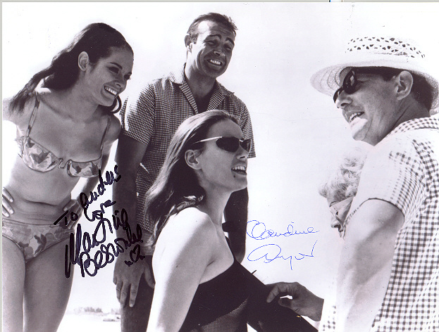 Claudine Auger och Martine Beswicke, fotad med Sir Sean Connery and Terence Young Multiple signed 10x8 inch photo