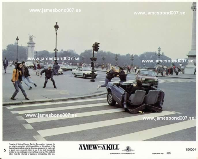 Street car chase in Paris 5
