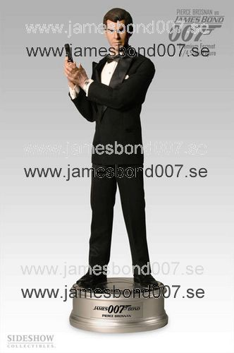 Pierce Brosnan som James Bond i GoldenEye Skala 1:4, nr 585 av 1250