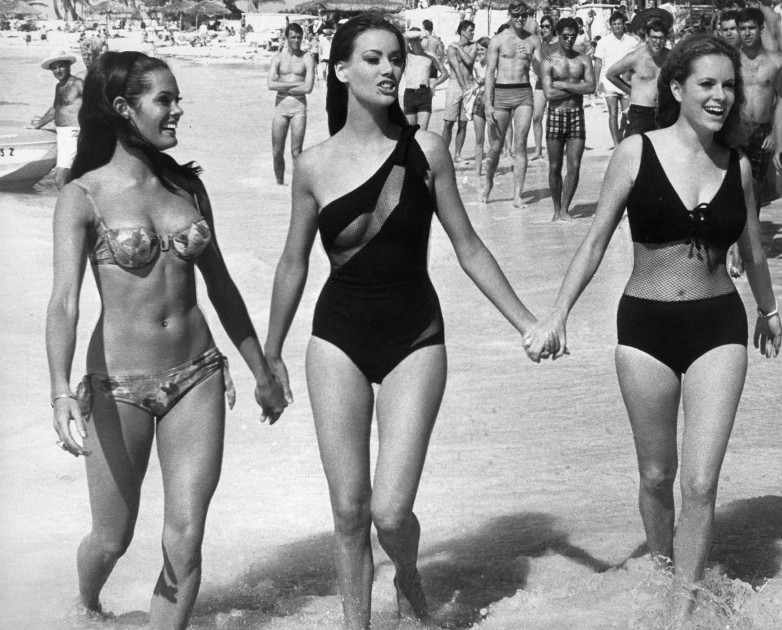 Martine Beswicke, Claudine Auger and Luciana Paluzzi in Bahamas 1965