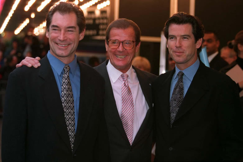 Timothy Dalton och Pierce Brosnan med Roger Moore i London 1996