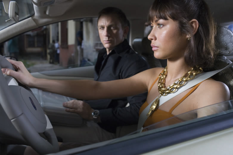 Bond (Daniel Craig) meets Camille (Olga Kurylenko) in Quantum of Solace